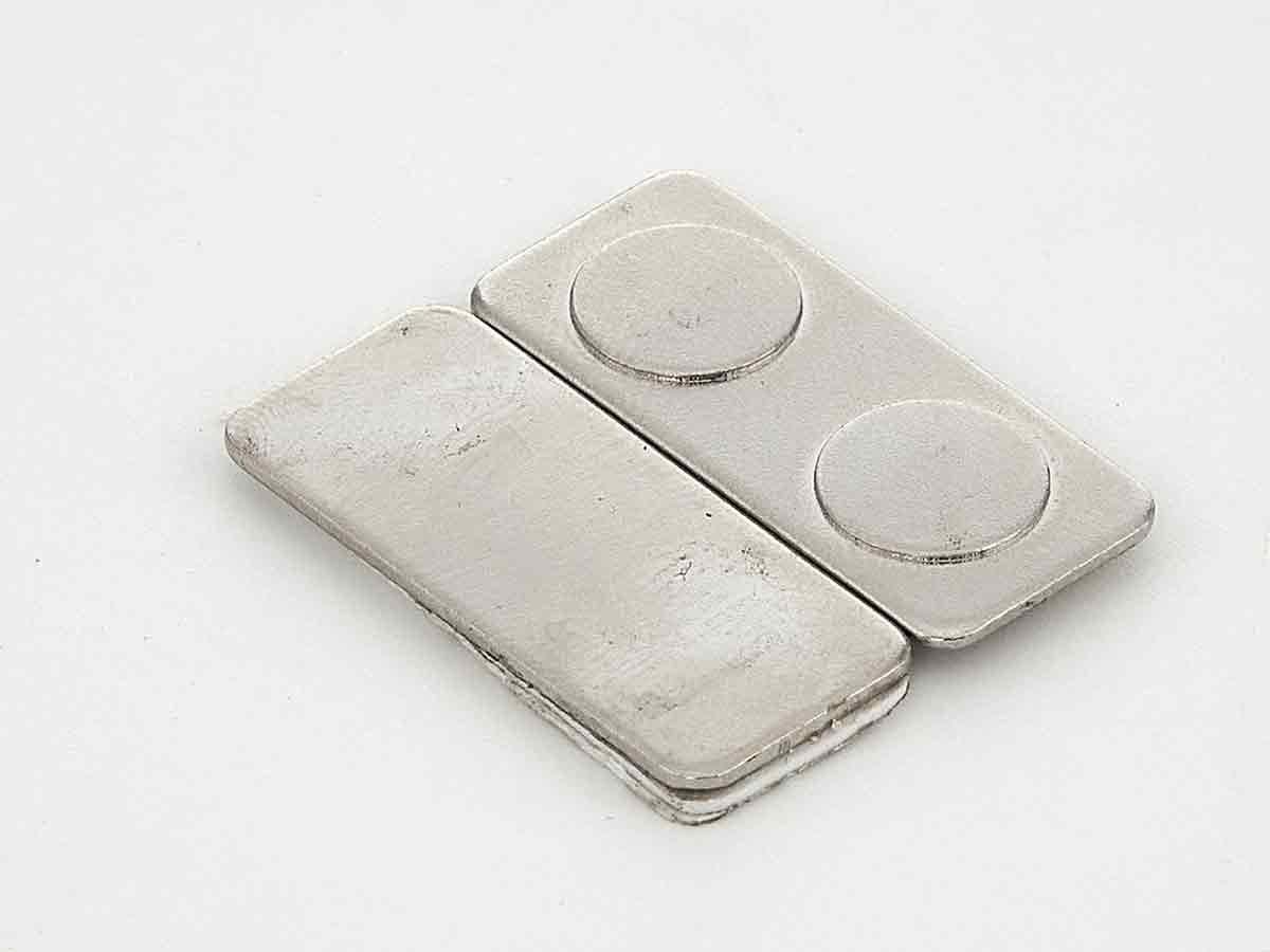 Двойной магнит 2 магнита для бейджа на металлической планке