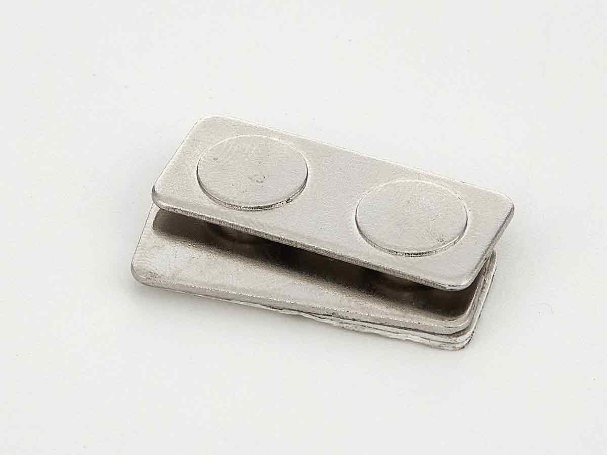2 магнита для бейджей на металлической пластине