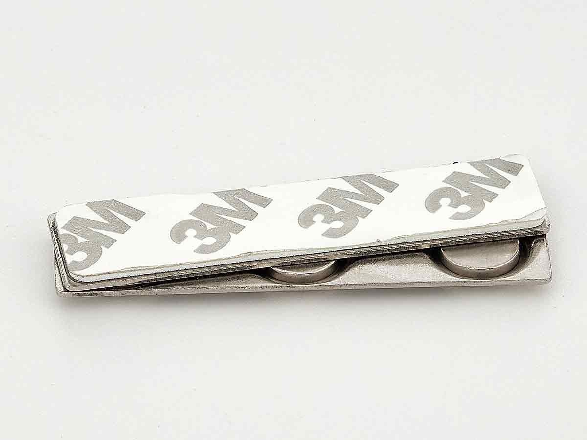 Тройной магнит для бейджей на металлической планке